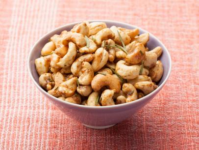 1G1B04_Rosemary-Roasted-Cashews_s4x3.jpg.rend.sni12col.landscape